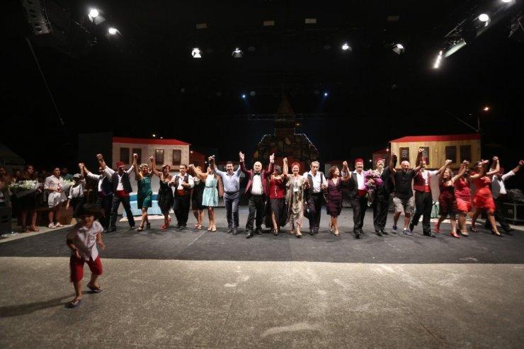 Tarihi sahne 'Batakhane Güzeli'ne ev sahipliği yaptı