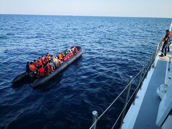 Edirne'de lastik botlarda 65 kaçak göçmen yakalandı