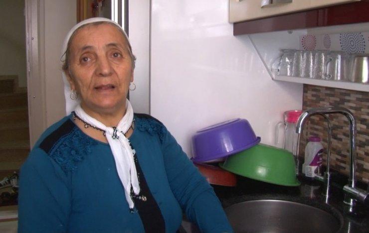 """Sultangazi'de yaşlı kadını """"Oğluna borcum var"""" yalanıyla dolandırdı"""