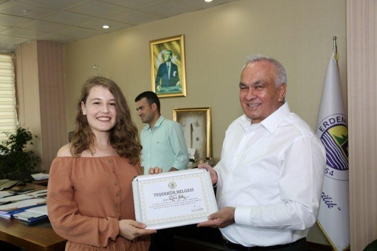 Başkan Tollu'dan gönüllü çevrecilere teşekkür belgesi
