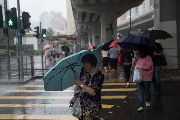 Hong Kong'da tayfun alarmı