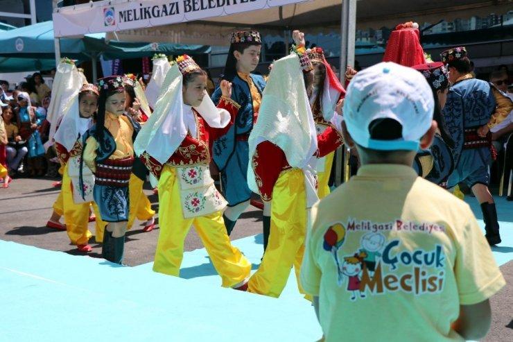 Melikgazi Belediyesi'nden festival havasında yaz okulu kapanış programı
