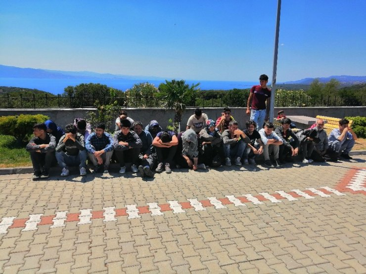 Çanakkale'de 80 mülteci ile 3 organizatör yakalandı