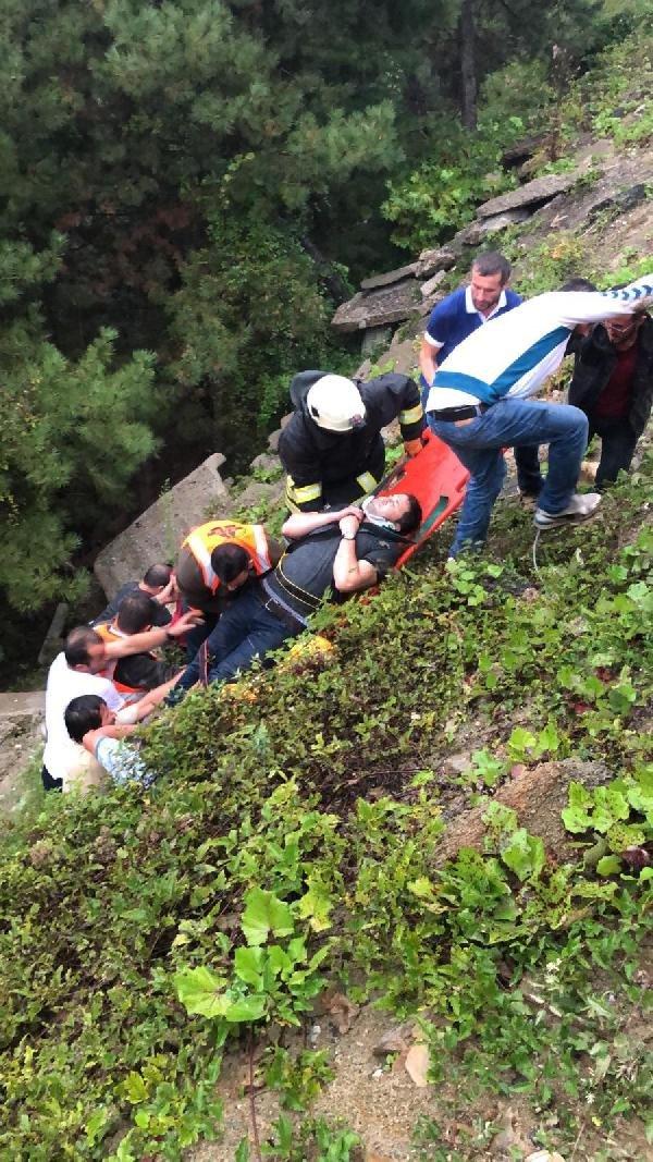 Zonguldak'ta otomobil ormanlık alana uçtu: 5 yaralı