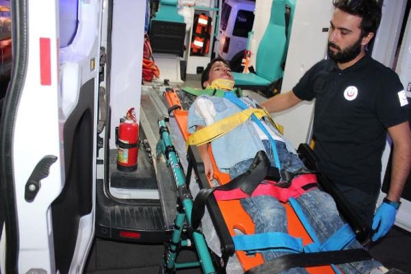 Aksaray'daki nişandan Konya'ya dönüyorlardı...Otomobil kamyona arkadan çarptı!