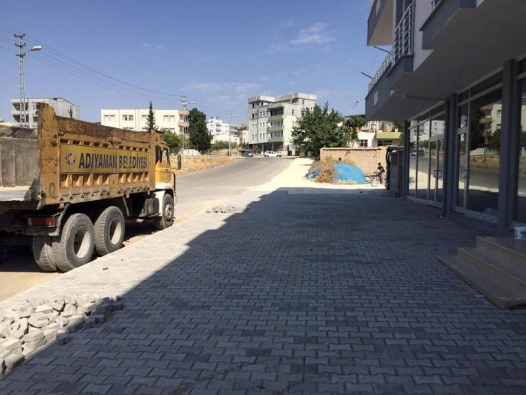 Yeşilyurt Mahallesi'nde parke taşı döşeme çalışması yapıldı