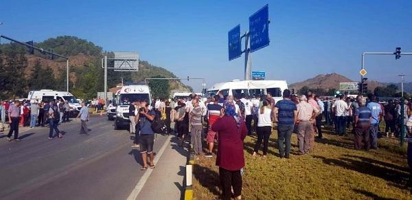 Servis minibüsü ile kamyon çarpıştı: 10 öğrenci yaralı