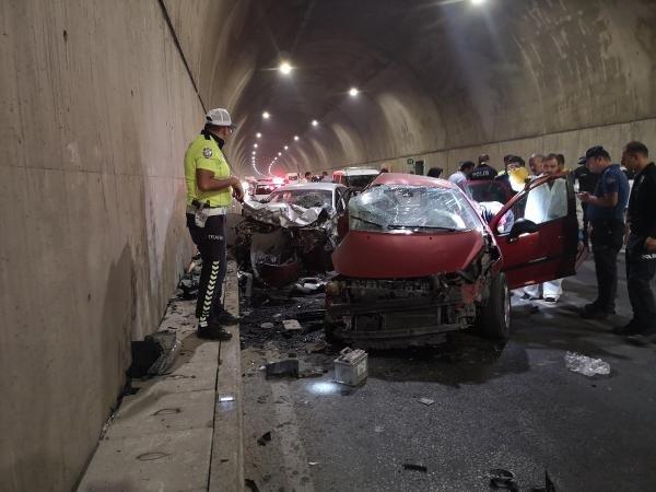 İki otomobil çarpıştı: 2 ölü, 1 yaralı