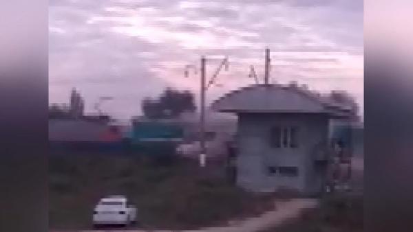 Tren, yolcu otobüsüne çarptı: 3 ölü, 3 yaralı