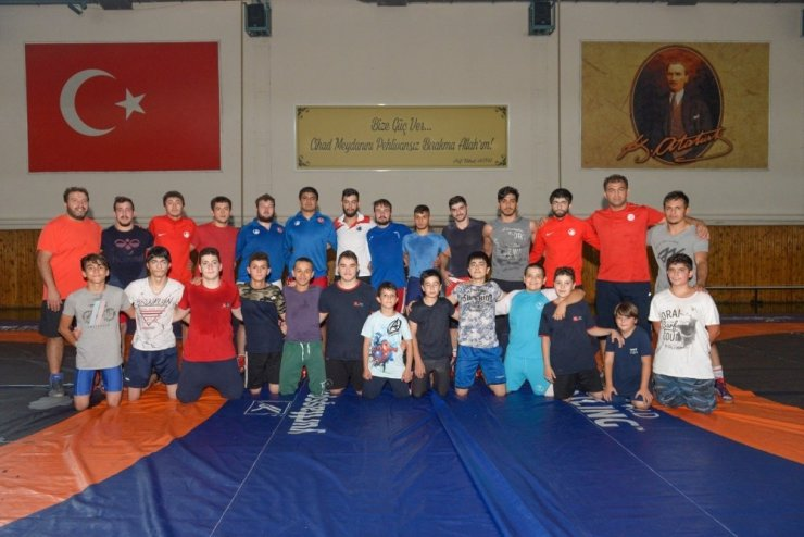 Altındağ Belediyespor Kulübü İşitme Engelliler Güreş Takımı güç depoluyor