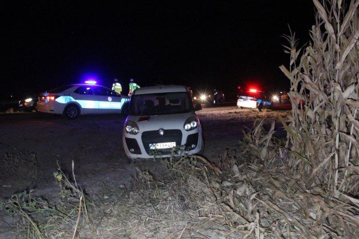 Trafik kazasına tespit tutanağı tutan sigortacıya otomobil çarptı