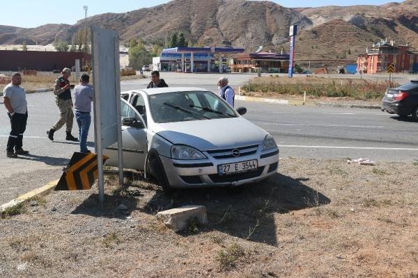 Sivas'ta iki otomobil çarpıştı: 4 yaralı