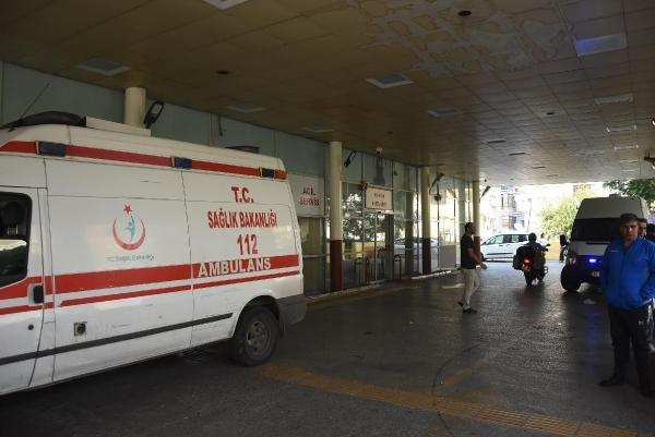 Asistan doktoru jiletle boğazından yaraladı