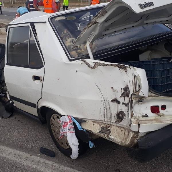 TIR'la çarpışan otomobilde sürücü yaralandı, eşi öldü