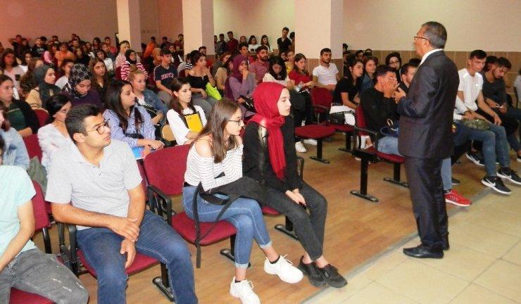 Atça MYO'da oryantasyon eğitimi verildi