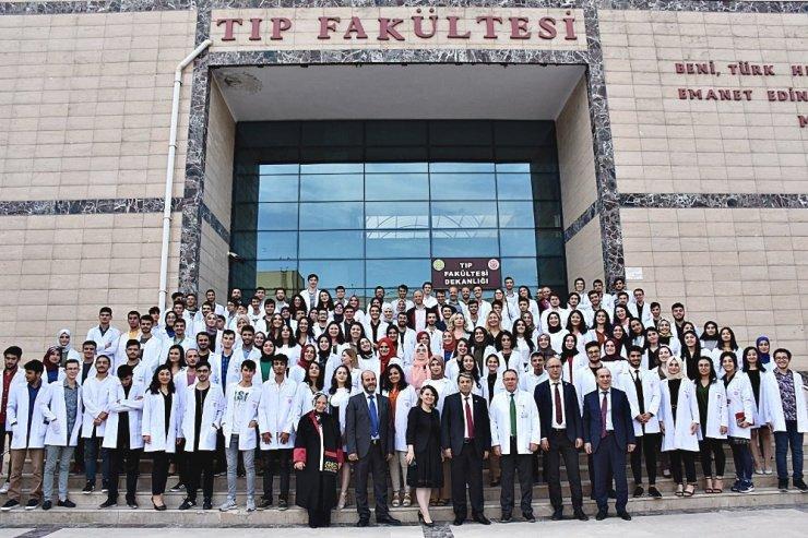 HRÜ'de hekim adayları mesleğe ilk adımı attı