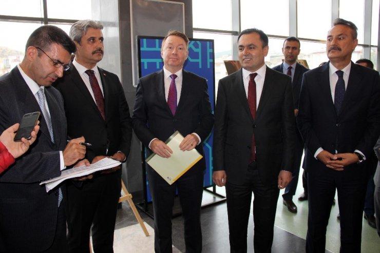 """Yozgat'ta """"Avustralya'da Türk Kimliğinin ifadeleri"""" sergisi açıldı"""