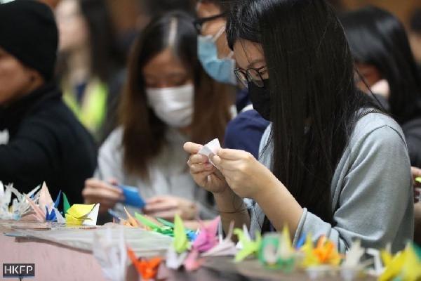 Hong Kong eylemlerinde hayatını kaybeden öğrenci için anma töreni düzenlendi