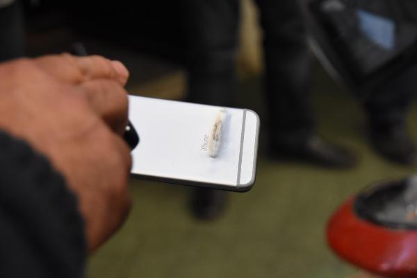 1 kişiyi vurdu, silahından çıkan kurşun polisin cebindeki telefonu sıyırdı