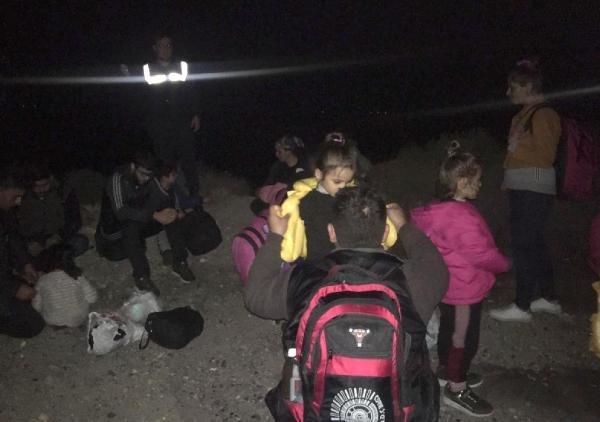 Foça ve Dikili'de 126 kaçak göçmen ile 10 organizatör yakalandı