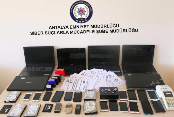 Tatilcileri milyonlarca lira dolandıran 9 kişi tutuklandı