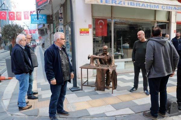 Dün açılışı yapılan heykellere zarar verildi