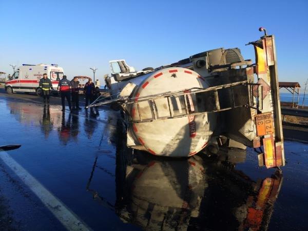 Tanker devrildi: 2 yaralı