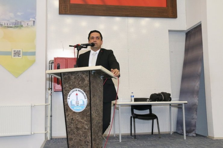 Kütahya'da 4006 TÜBİTAK Bilim Fuarları Destekleme Programı bilgilendirme toplantısı