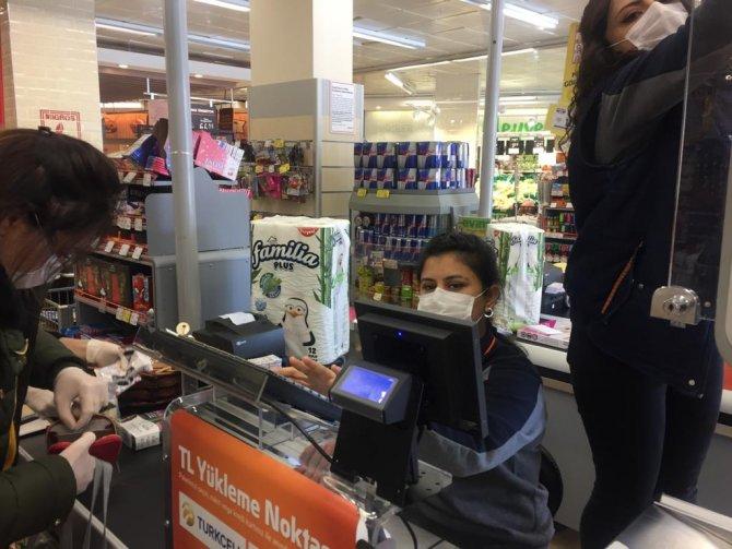 bakkal-ve-market-calisanlari-yaygin-bicimde-maske-kullaniyor.jpg
