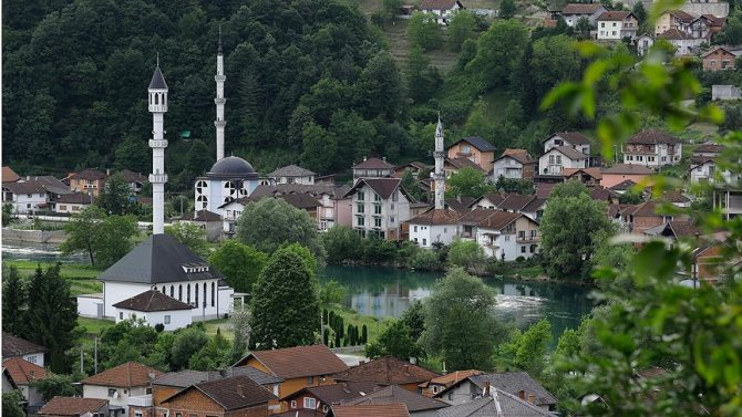 bosnanin-ada-camisi-manzarasiyla-buyuluyor.jpg