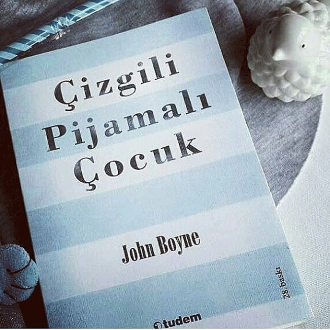 cizgili-pijamali-cocuk-001.png