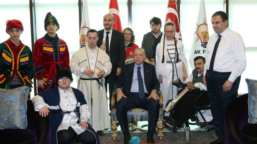cumhurbaskani-erdogan-engellilerle-bir-araya-geldi-1.jpg