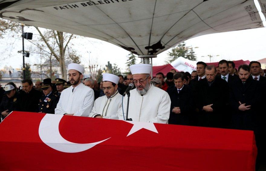 cumhurbaskani-erdogan-sehit-cenazesine-katildi-(2).jpg