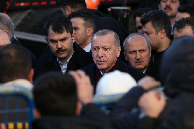 erdogan-deprem-bolgesinde-incelemelerde-bulundu-2.jpg