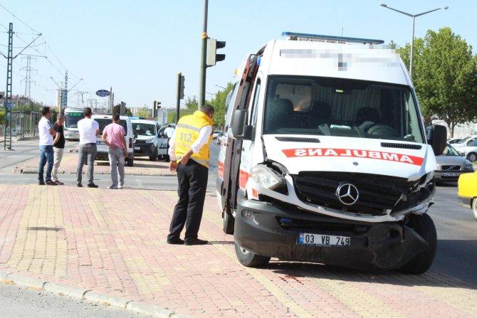 hasta-tasiyan-ambulans-otomobille-carpisti-2.jpg