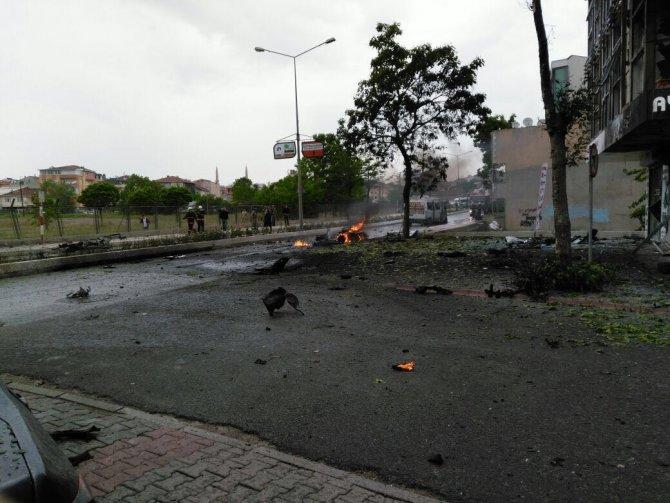 istanbulda-askeri-kisla-yakininda-patlama-2.jpg