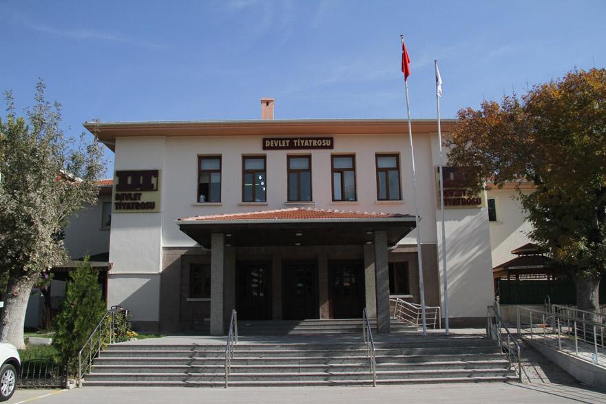 konya-devlet-tiyatrosu-(2).jpg