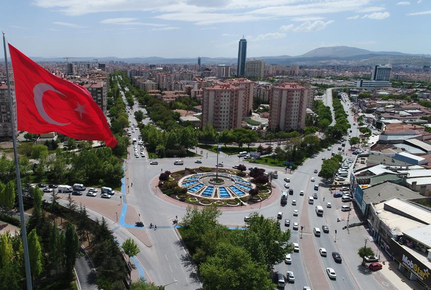 konyada-jandarmadan-dev-turk-bayragi-2.jpg