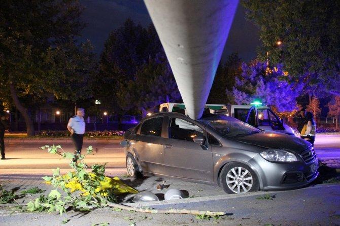 konyada-otomobil-direge-carpti--(2).jpg