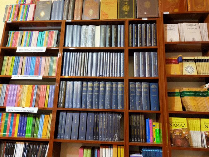konyada-tarihi-konak-kitaplarla-bulustu-3.png