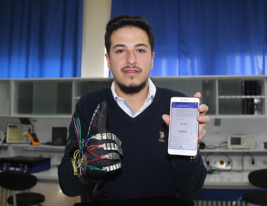 konyada-universite-ogrencisinden-engelleri-kaldiran-mobil-uygulama-ve-eldiven-(2).jpg