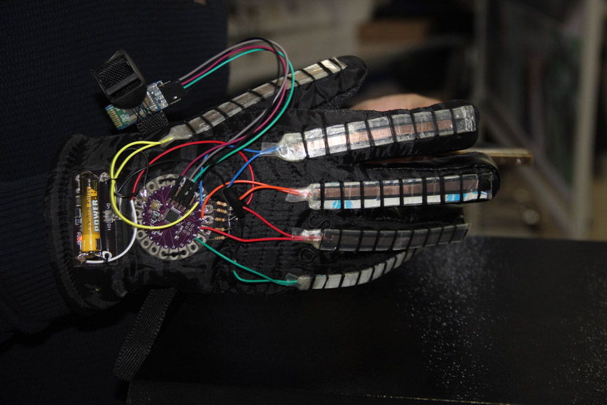 konyada-universite-ogrencisinden-engelleri-kaldiran-mobil-uygulama-ve-eldiven-(3).jpg