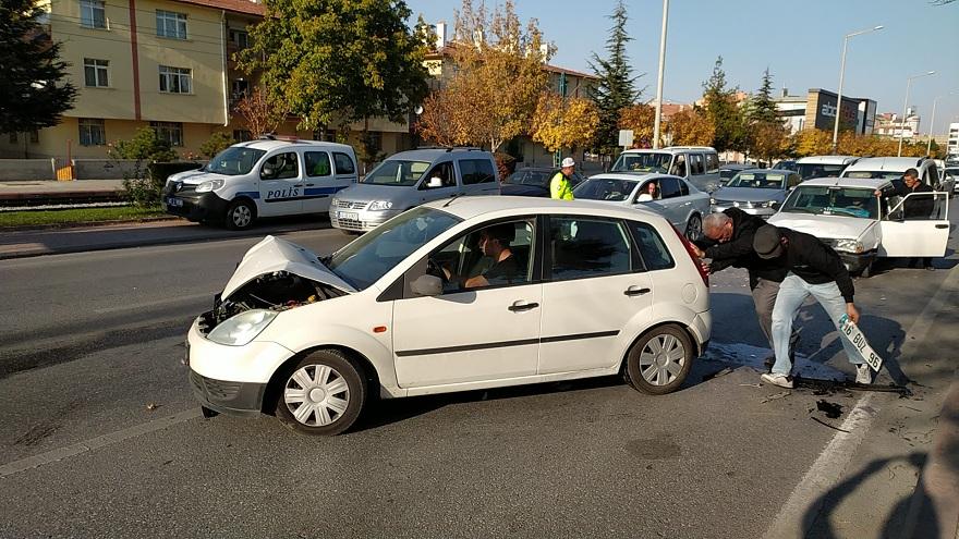konyada-zincirleme-trafik-kazasinda-4-kisi-yaralandi-2.jpg