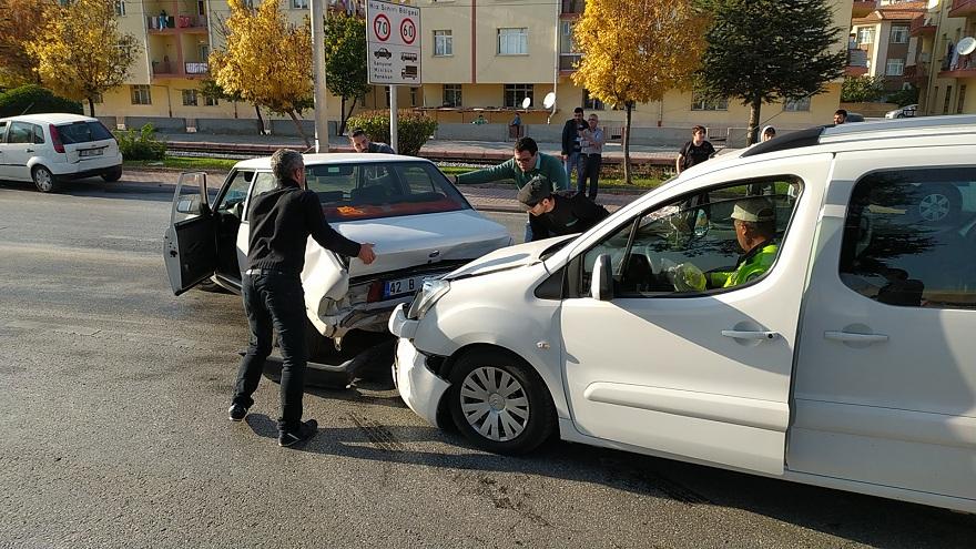 konyada-zincirleme-trafik-kazasinda-4-kisi-yaralandi-4.jpg