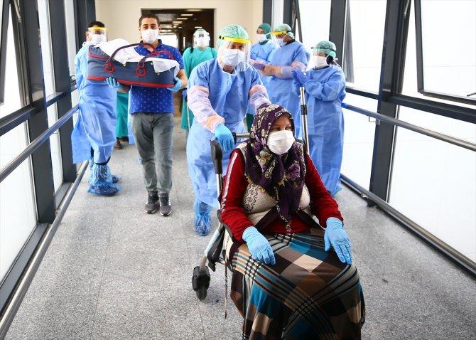 koronavirusu-yenen-anne-bebegine-sarilmak-icin-gun-sayiyor-2.jpg