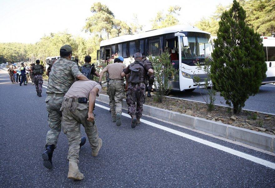 marmaris-saldirisindaki-darbeci-askerlerden-7si-yakalandi.jpg