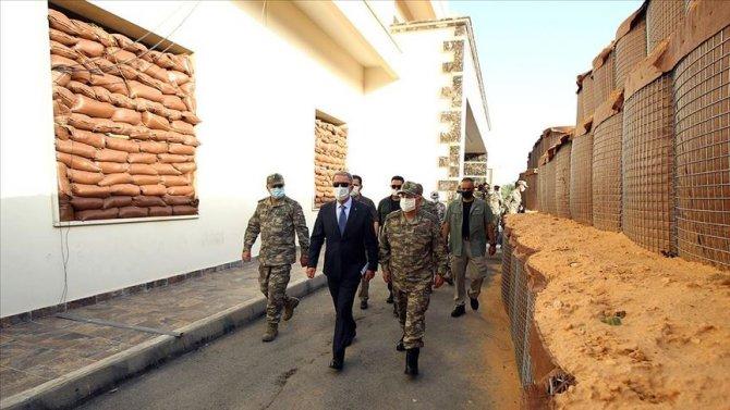 milli-savunma-bakani-akar-libyada-mehmetcikle-bir-araya-geldi-2.jpg