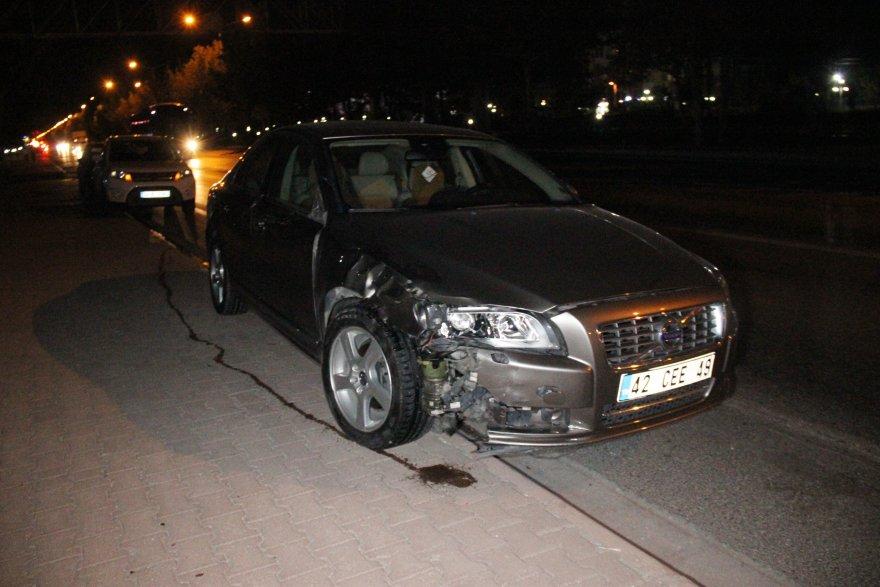 otomobilin-carptigi-kadin-hayatini-kaybetti-2.jpg