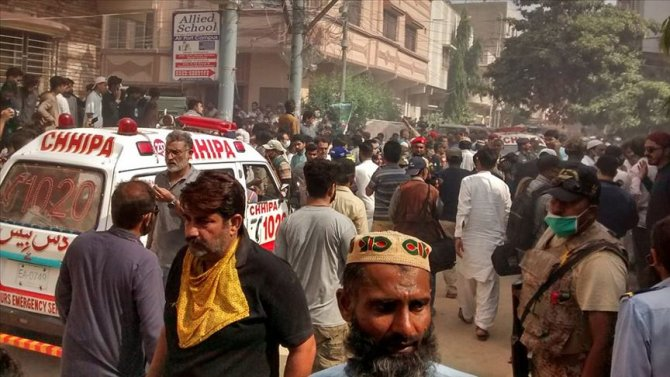 pakistanda-yolcu-ucagi-yerlesim-alanina-dustu.jpg