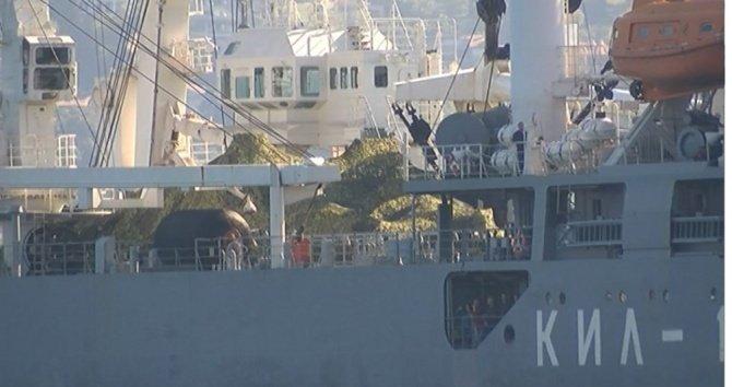 rus-askeri-gemisi,-guvertesinde-tankla-istanbul-bogazindan-gecti.jpg